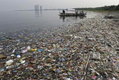 Arrainak baino plastiko gehiago egongo da itsasoan 2050ean