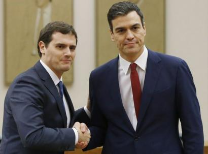 PSOEn hautsak harrotu ditu Ciudadanosekin sinaturiko akordioak
