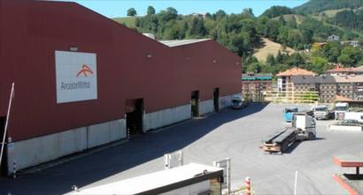 Zumarragako fabrikaren etorkizuna oso kolokan jarri du Arcelor Mittalen zuzendaritzak