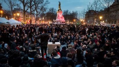 Nuit Debout mugimenduak lehen asteburua bete du Frantziako plazak okupatuz