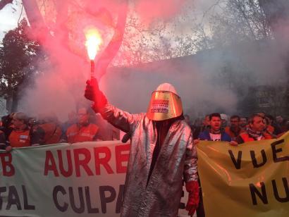 Ekologistak, Arcelor Mittaleko langileak eta kontsumitzaileak, Iberdrolaren aurrean protestan