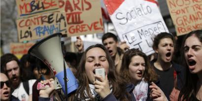 Gazteentzako plana iragarri du Frantziako Gobernuak, protestak baretzeko