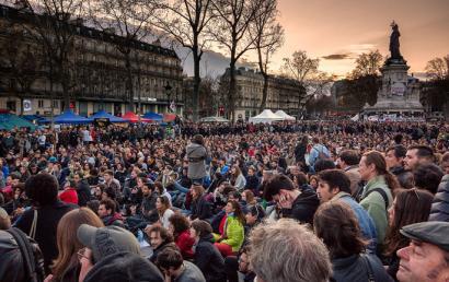 Nuit Debout mugimenduak lehen batzarra egin du Baionan