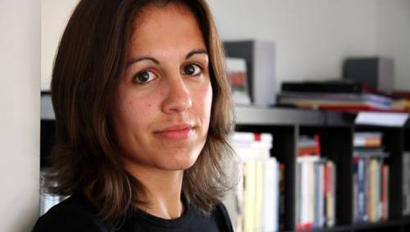 Katixa Agirreren 'Atertu arte itxaron' liburuak irabazi du 111 Akademiaren Saria