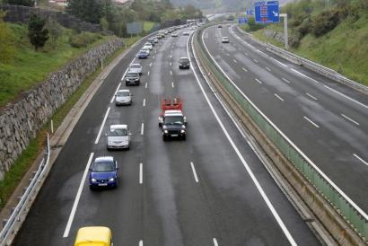 300 autok parte hartu dute A8ko bidesariaren kontrako karabanan