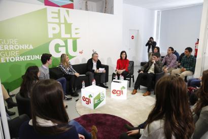Gazteen enplegua Urkulluren diskurtsoan: lanpostuak sortzeko promesatik emigratzea proposatzera