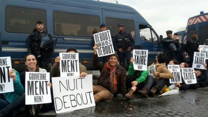 Lan-erreforma dekretuz onartu nahi du Manuel Vallsek