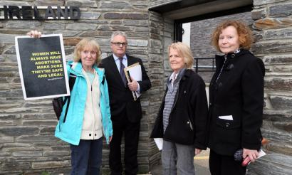 Ipar Irlandako hiru emakumek poliziari aitortu diote abortatzeko pilulak hartu dituztela