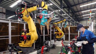 60.000 langileren ordez robotak ezarri ditu Foxconnek, Apple eta Samsungen hornitzaile txinatarrak