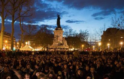 Parisko Errepublika plaza gau eta egun okupatzeko deia egin du Nuit Debout mugimenduak