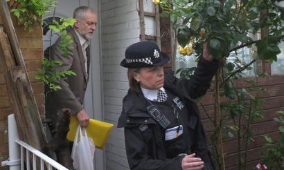Laboristen buru Jeremy Corbyn ere ataka estuan erreferendumaren ostean