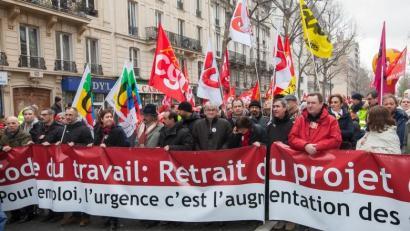 Frantziako sindikatuen astearteko manifestazioa baimendu egin du poliziak