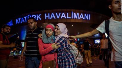 Istanbulen 41 hil dituzten atentatuen atzean ISIS dagoela uste du Turkiako Lehen Ministroak