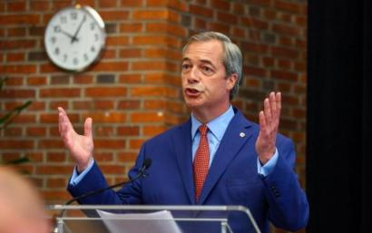 UKIPeko Nigel Faragek ere dimititu du Brexit ondorengo histeriaren erdian