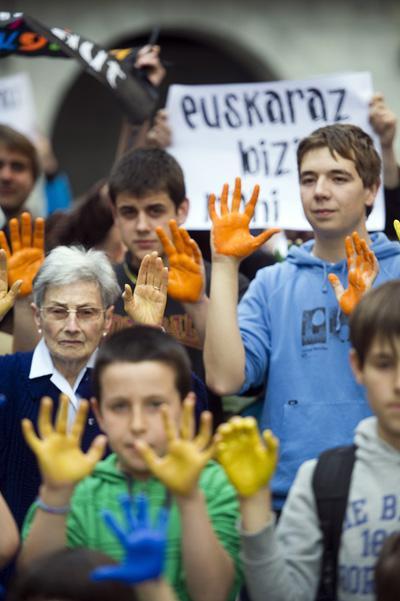 Udal Legea: Espainiako Gobernuak euskara hutsezko aktak baliogabetu nahi ditu
