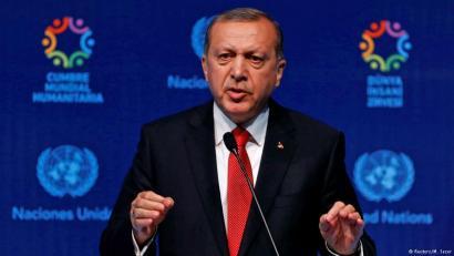 Errefuxiatuekiko akordioa bertan behera uzteko mehatxu Turkiak, EBk bisak ezabatu ezean