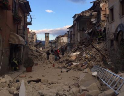 Lurrikara batek dozenaka hildako utzi ditu Italia erdialdean