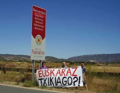 """""""Euskaraz txikiago?"""": Nafarroako turismo eskuliburua aldatzeko eskatu du Administrazioan Euskarazek"""