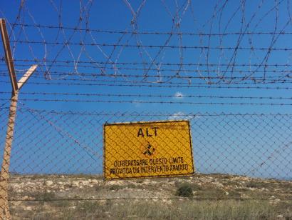 Lampedusa: interes ekonomiko eta militarrek migranteekin topo egiten duten irla