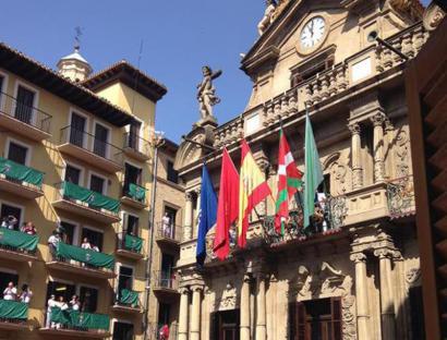 Nafarroako Parlamentuak ikurren legea bertan behera uzteko nahia adierazi du
