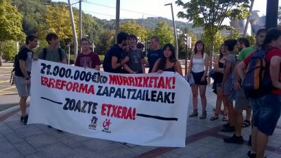 Urkulluren gobernuak hezkuntzan egindako 211 milioi euroko murrizketak salatu dituzte
