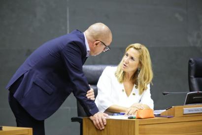 """Nafarroako Parlamentuak atzera bota du irakasleak """"autoritate publikoa"""" izateko PPren proposamena"""