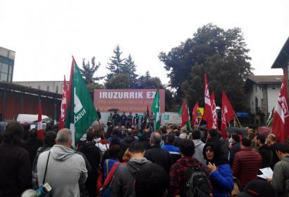 Manifestazioa egin dute ELA eta LABek deituta gehiengo sindikala errespetatzeko eskatzeko