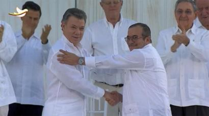 Behin betiko bake akordioa sinatu dute Kolonbiako Gobernuak eta FARCek