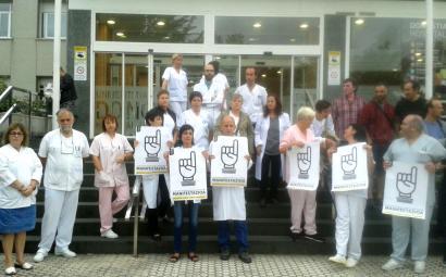 Preso gaixo larrien eskubideen aldeko manifestazioarekin bat egin dute osasun alorreko profesionalek