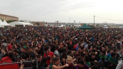 Milaka lagunek bat egin zuten Vianan ikastolen eta euskararen alde