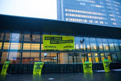 Belgikak blokeatuta du oraingoz Europa eta Kanada arteko CETA hitzarmena