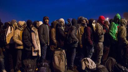 Frantzia iparraldeko Calais hiriko etorkinen kanpamentua husten hasi dira