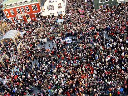 Islandiako emakumeek 14:38ean utzi dute lanpostua soldata berdintasuna eskatzeko
