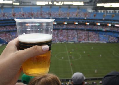 """Alkohola kirol instalazioetan: Athletic-en nahiaren aurrean """"praka jaitsiera"""""""