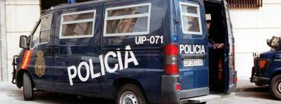 Espainiako poliziaren furgoneta bat. (Arg.: Euskalerria irratia)