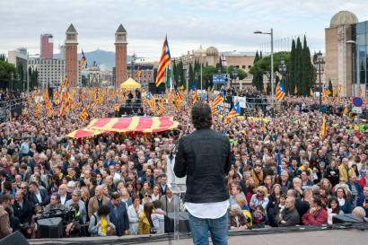 Milaka pertsona mobilizatu dira Bartzelonan erakunde katalanak Espainiako Estatuaren erasoez babesteko