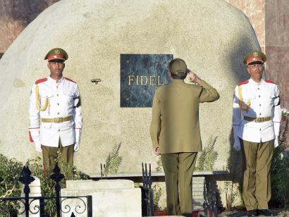 Fidel Castroren errautsak Santa Ifigenian daude, azken agurra jasota