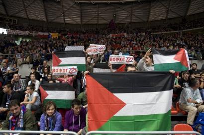 Protesta ekitaldiak antolatu dituzte Gasteizen Tel Aviveko Maccabik jokatuko duen partiduagatik