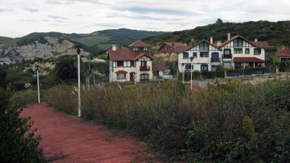 Barrikan txalet ilegalak eraiki zituzten enpresek 1,5 milioi euroko kalte-ordaina jasoko dute diru publikotik