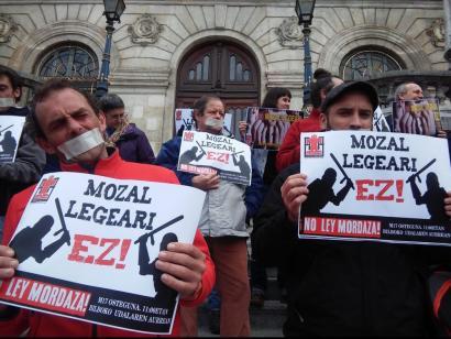 Mozal Legearen aurka Bilbon egindako protesta (Arg: Uriola)