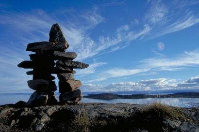 Giza itxurako harritzar hauek Kanada iparraldeko itsasertzetan topa daitezke, Baffinetik Victoria irlaraino.