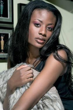 Claudia Wambululu, jatorria Kongo eta Ugandan izanagatik Suitzan bizi den top modela