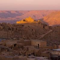 """""""Udaberriaren zain geundela, udazkena iritsi zen. Nor gara? Hori gogoratu nahi dugu orain"""".   (Amazigh kanta herrikoia)"""