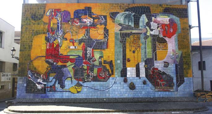 Jose Luis Zumetak egindako murala, 2009tik Mikel Laboa izena duen plazaren alde batean.