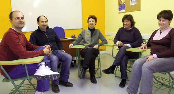 Ezkerretik eskumara Jabi Carrillo, Fernando Garcia, Arantza Alvarez irakaslea, Amaia Chorro eta Izaskun Bilbao.