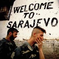 Ron Avi argazkilariaren irudian soldadu serbiarrak ageri dira Bosniako hiriburu Sarajevoko aldirietan, 1992tik 1995era bitartean izandako gerran. Egia da Balkanetako liskar odoltsuetan ere eragin zutela geopolitikak eta interes ekonomikoek, baina zerk era