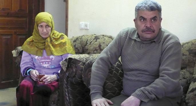 Khadra eta Ibrahim Makhlouf dira bideo-kamerarekin kolonoen