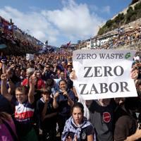 Zubietako errauste plantaren kontrako mugimenduaren mobilizazioa 2011ko irailean, Donostiako estropadetan.