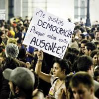 �Maite zaitut demokrazia, egongo ez bazina bezala delako�.
