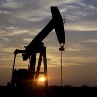 Peak Oil edo petrolioaren gailurrarena baino arazo larriagoa dugula dio Hagensek: kredituaren gailurra. Etorkizuneko dirua erabiliz azkarrago xahutu dugu energia.